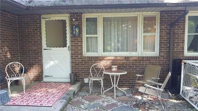 Burlington Condo/Townhouse For Sale: 27 Woodcrest Drive #3