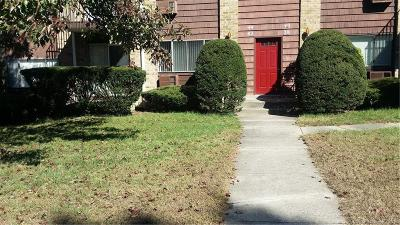 Bridgeport Condo/Townhouse For Sale: 42 Kennedy Drive #42
