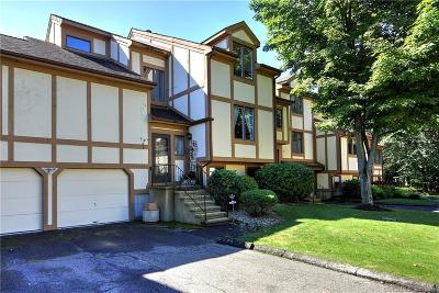 West Haven Condo/Townhouse For Sale: 690 Forest Road #612