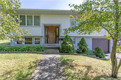 Stratford Single Family Home For Sale: 220 Brookbend Drive