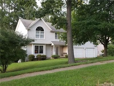 Manchester Single Family Home For Sale: 82 Folly Brook Lane