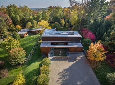 Fairfield County Single Family Home For Sale: 81 Cross Ridge Road