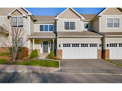 Ridgefield Condo/Townhouse For Sale: 638 Danbury Road #43