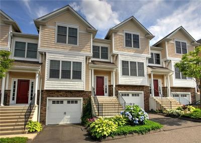 Trumbull Condo/Townhouse For Sale: 1203 Woodland Hills Drive #1203