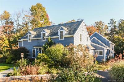 Ridgefield Single Family Home For Sale: 37 Griffith Lane