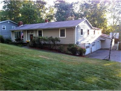 Milford Single Family Home For Sale: 21 Minuteman Drive