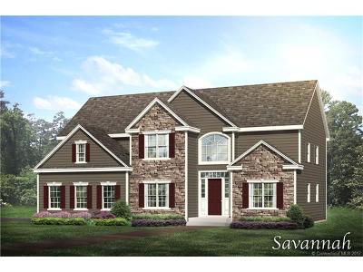 East Hampton Single Family Home For Sale: 35 Highland Terrace Lane