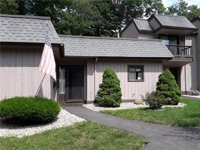 Southington Condo/Townhouse For Sale: 4 Deepwood Drive #4