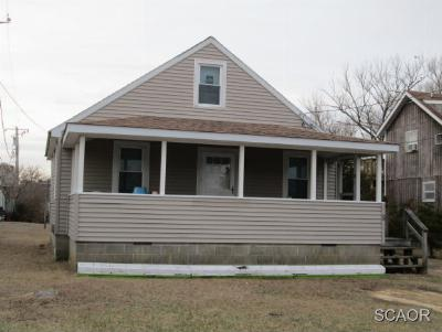 Single Family Home For Sale: 2 Houston St