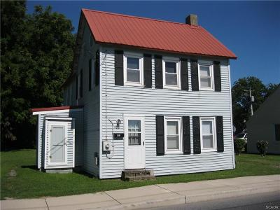 Single Family Home For Sale: 403 Mulberry Street