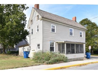 Single Family Home For Sale: 202 Chestnut St