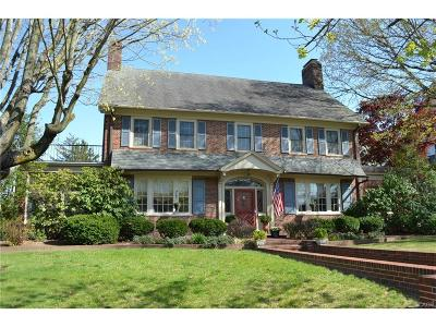 Milford Single Family Home For Sale: 300 Lakeview Ave