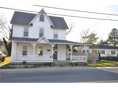 Single Family Home For Sale: 207 S Market Street