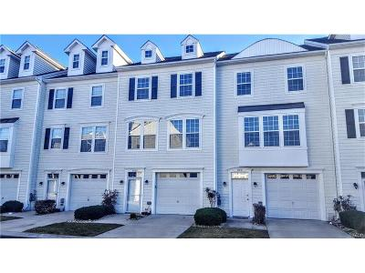 Condo/Townhouse For Sale: 35789 South Gloucester Circle