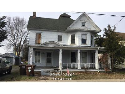 Single Family Home For Sale: 10 Clayton Avenue