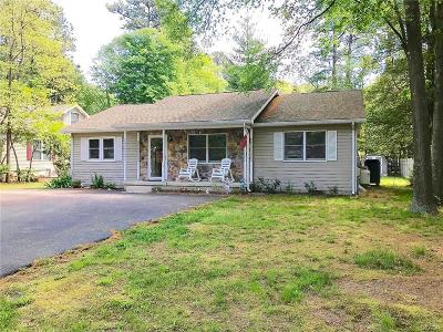 Single Family Home For Sale: 19 Cedarwood Drive