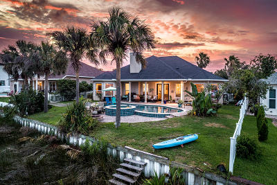 Single Family Home For Sale: 904 Dolphin Harbour Drive