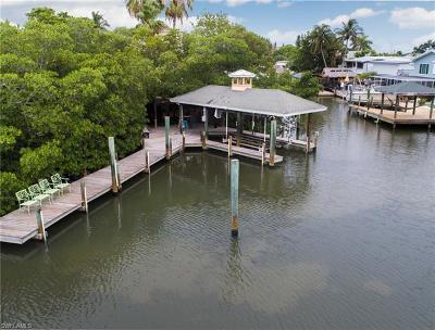 Fort Myers Beach Multi Family Home For Sale: 849 Lagoon St