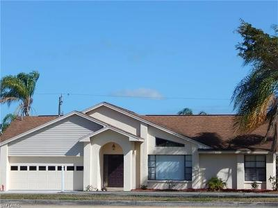 Lehigh Acres Single Family Home For Sale: 4410 Lee Blvd