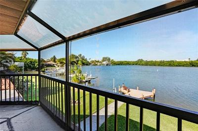 Fort Myers Beach Single Family Home For Sale: 8047 Lagoon Rd
