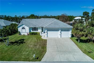 Fort Myers Single Family Home For Sale: 17586 Moorfield Dr