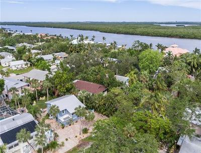 Fort Myers Beach Single Family Home For Sale: 151 Coconut Dr