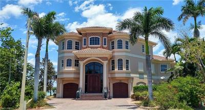 Marco Island Single Family Home For Sale: 941 Embassy Ct