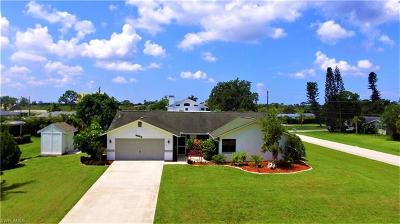 Estero Single Family Home For Sale: 4915 Royal Palm Dr