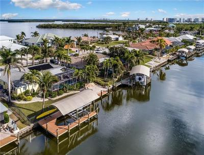 Fort Myers Beach Single Family Home For Sale: 18 Bayview Blvd