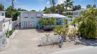 Fort Myers Beach Single Family Home For Sale: 114 Voorhis St