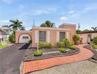 Fort Myers Beach Single Family Home For Sale: 218 Virginia Ave