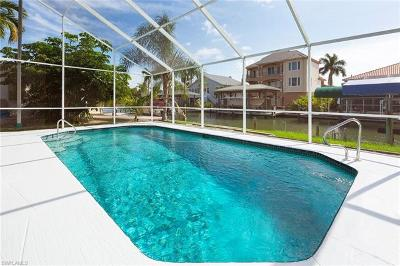 Fort Myers Beach Single Family Home For Sale: 260 Curlew St
