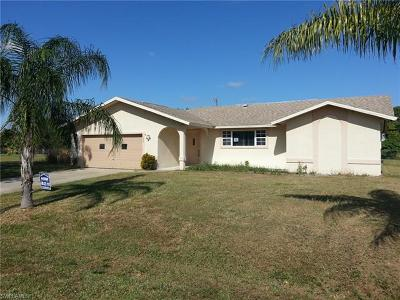 Cape Coral Single Family Home For Sale: 305 SE 27th Ter