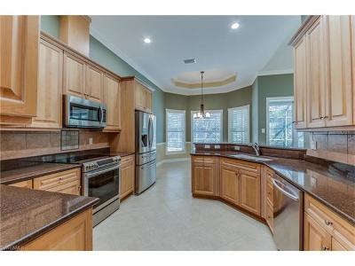 Bonita Springs Single Family Home For Sale: 10285 Avonleigh Dr