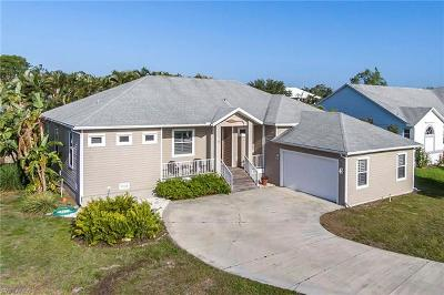 Fort Myers Single Family Home For Sale: 17594 Moorfield Dr