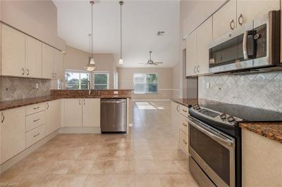 Fort Myers Single Family Home For Sale: 9010 Old Hickory Cir