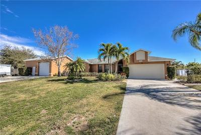 Estero Single Family Home For Sale: 20611 Park Pl