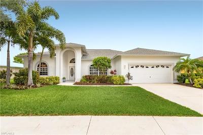 Estero Single Family Home For Sale: 23498 Olde Meadowbrook Cir