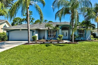 Fort Myers Single Family Home For Sale: 9897 Country Oaks Dr