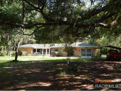 Levy County Single Family Home For Sale: 221 Cove Road