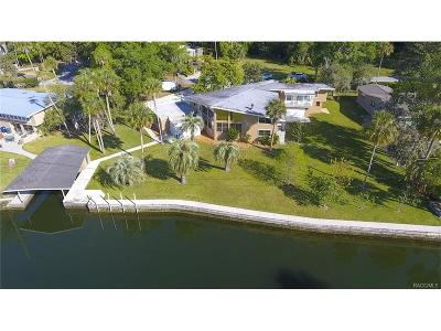Crystal River Single Family Home For Sale: 1825 SE 3rd Court