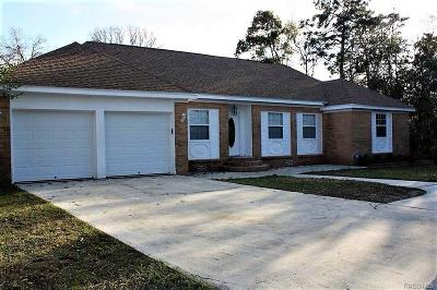 Crystal River Single Family Home For Sale: 5800 W Pine Circle