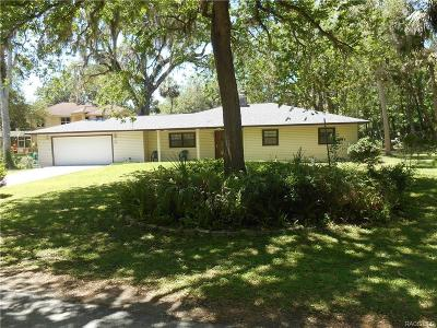 Levy County Single Family Home For Sale: 24 Rivertrail Drive