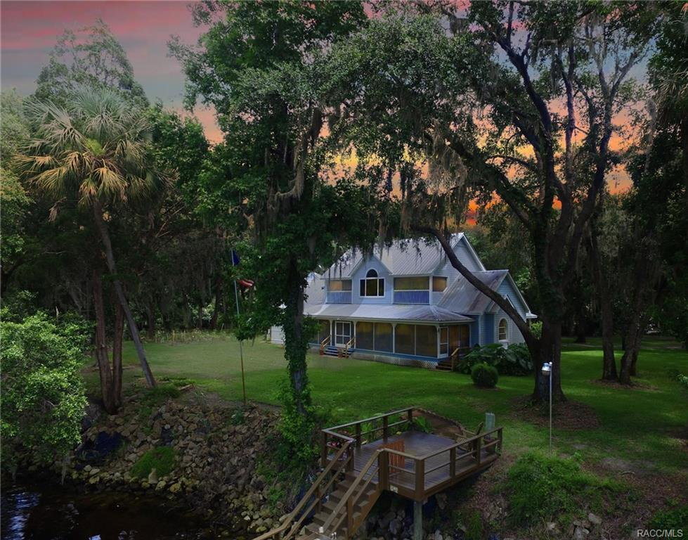 5 bed / 3 full, 1 partial baths Home in Crystal River for $895,000