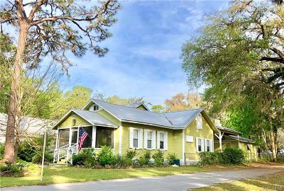 Levy County Single Family Home For Sale: 6202 Riverside Drive