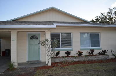 Volusia County Multi Family Home For Sale: 211 Condict Drive
