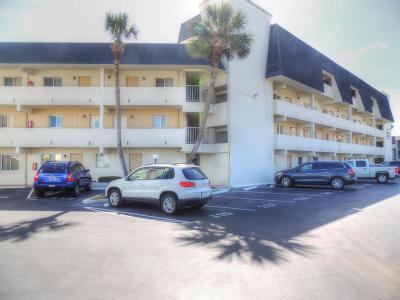 Ormond Beach Condo/Townhouse For Sale: 855 Ocean Shore Boulevard #444