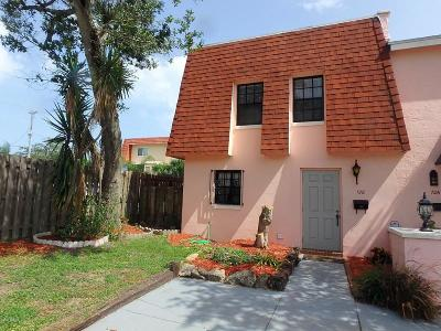 Volusia County Condo/Townhouse For Sale: 128 Mitchell Place