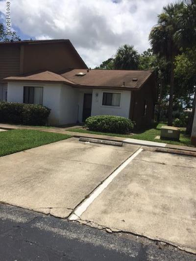 Volusia County Attached For Sale: 164 W Sandalwood Court
