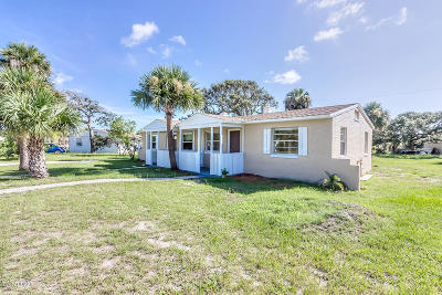 Volusia County Multi Family Home For Sale: 5 Cypress Circle